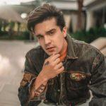Luan Santana faz pocket show virtual para descontrair vestibulandos