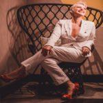 """Após lançar """"A Beleza É Você Menina"""", cantora carioca Dani Coimbra revela receber mensagens dos fãs sobre o poder da arte em ressignificar padrões"""