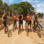 Vinícius, da dupla Douglas e Vinícius, paga promessa de bicicleta pelo 'Caminho da Fé' até Aparecida do Norte
